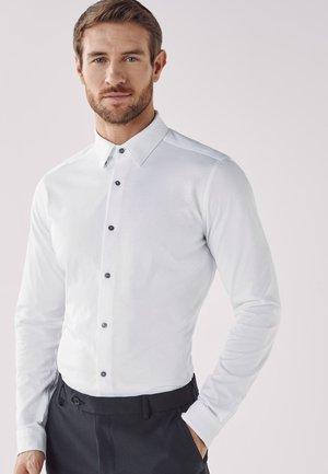 MOTION FLEX KNITTED - Formal shirt - white
