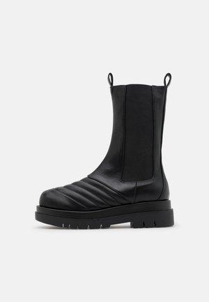 CLAYTON - Kotníkové boty - black