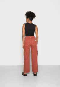 BDG Urban Outfitters - CONTRAST SKATE - Jeans relaxed fit - brick - 2