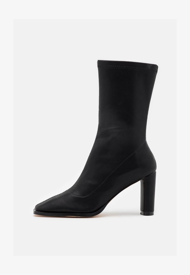 SQUARED TOE TIGHT SHAFT BOOTS - Boots - black