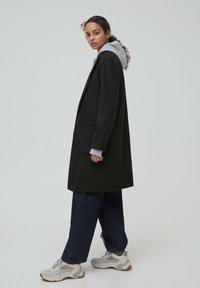 PULL&BEAR - Zimní kabát - black - 2