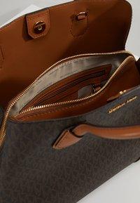 MICHAEL Michael Kors - MERCER CENTER ZIP TOTE - Handbag - brown/acorn - 6