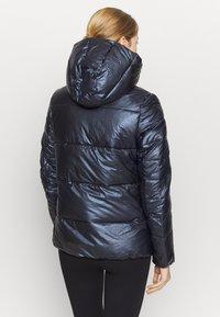 Champion - HOODED JACKET LEGACY - Zimní bunda - dark blue - 2