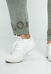 Paprika - Jeans Skinny Fit - khaki - 3