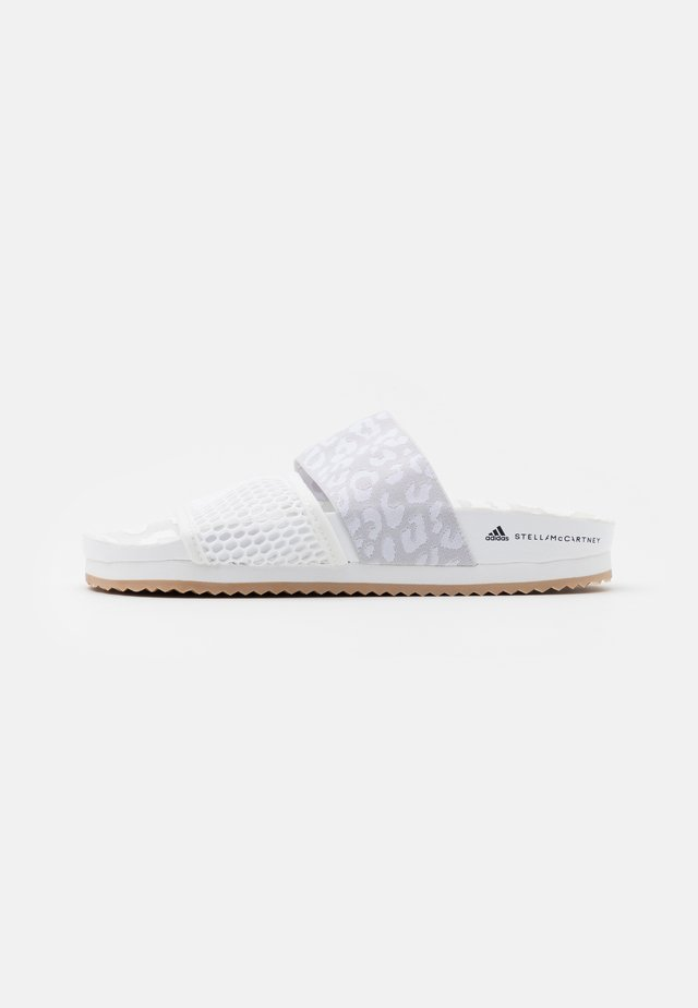 STELLA-LETTE - Pool slides - footwear white/putty/solar orange