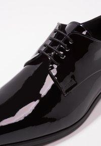 KIOMI - Smart lace-ups - black - 5