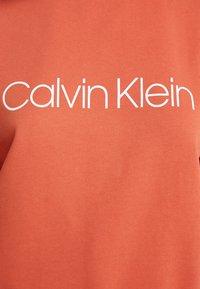 Calvin Klein - CORE LOGO - Sweatshirt - brown - 5