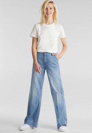Flared Jeans - blue light washed