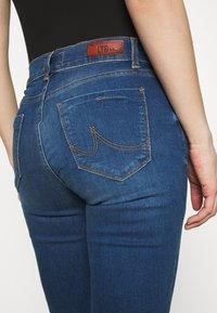 LTB - FALLON - Flared Jeans - talia wash - 3