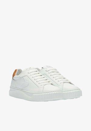 LIPARI - Baskets basses - white