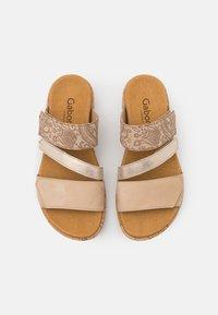 Gabor Comfort - Sandalias planas - caramel - 5