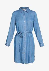 medium blue denim/clean wash