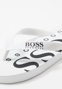 BOSS Kidswear - Pool shoes - white - 5