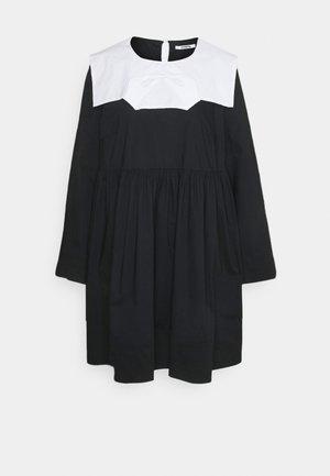 Korte jurk - base unita + stampa fondo nero