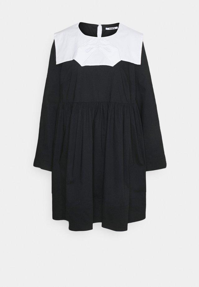 Robe d'été - base unita + stampa fondo nero