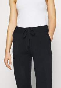 ONLY - ONLAUBREE LOOSE PANTS  - Tracksuit bottoms - dark navy - 4