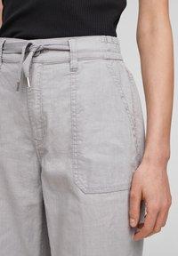 QS by s.Oliver - Pantalon classique - light grey - 5