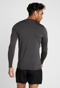 HIIT - CORE MUSCLE TEE - T-shirt à manches longues - charcoal - 2