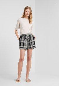 CECILIE copenhagen - Shorts - black/stone - 1