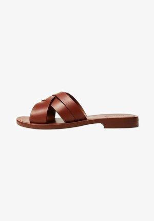 TRINI - Pantofle - weinrot