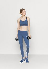 Under Armour - SEAMLESS LOW LONG BRA - Light support sports bra - mineral blue - 1