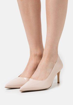 APRISIA - Classic heels - frappe