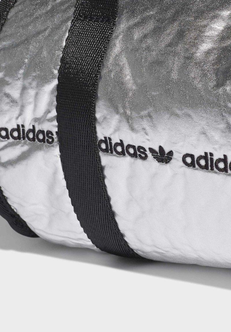 adidas Originals MINI DUFFEL BAG - Resväska - silver