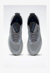 Reebok - FLOATRIDE ENERGY SYMMETROS SHOES - Stabilty running shoes - grey - 1