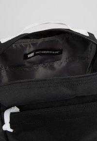 Levi's® - PACK SLIM MINI BATWING - Rucksack - regular black - 4