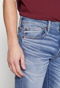 American Eagle - MEDIUM WASH TAPER - Jeans slim fit - medium bright indigo - 3