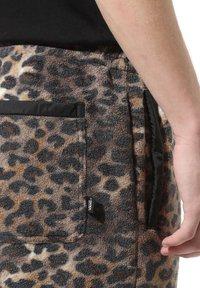 Vans - MN POLAR FLEECE PANT - Pantaloni sportivi - leopard print - 2