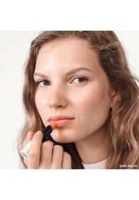Bobbi Brown - EXTRA LIP TINT  - Rouge à lèvres - melon 2 - 3