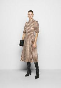 Diane von Furstenberg - NELLA - Denní šaty - chain caffe - 1