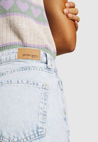 Gina Tricot - DAGNY MOM  - Relaxed fit -farkut - bleached blue - 4