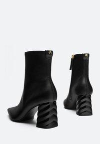 Uterqüe - Ankle boots - black - 3