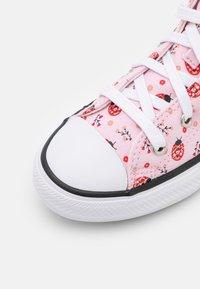 Converse - CHUCK TAYLOR ALL STAR UNISEX - Zapatillas altas - pink foam/white/black - 5