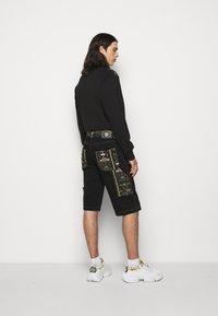 Versace Jeans Couture - COAL LAVEA  - Shorts - black - 2