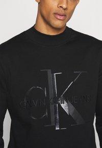 Calvin Klein Jeans - SHINY MONOGRAM CREW NECK UNISEX - Sweatshirt - black - 5