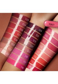KIKO Milano - UNLIMITED DOUBLE TOUCH - Liquid lipstick - 106 satin ruby red - 2