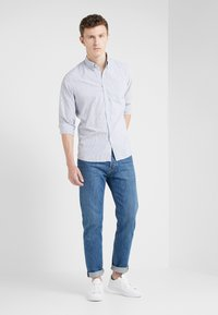 HKT by Hackett - BENGAL - Camicia - white/navy - 1