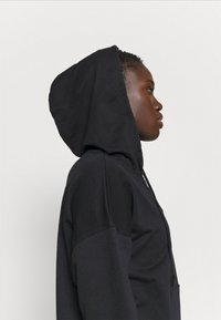 Nike Performance - CORE COLLECTION COVERUP - Jersey con capucha - black/smoke grey - 5