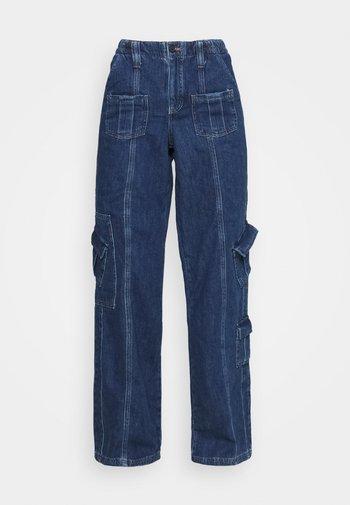 LOW RISE CARGO - Straight leg jeans - blue