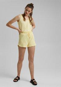 edc by Esprit - Shorts - light yellow - 1