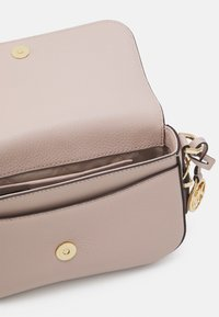 MICHAEL Michael Kors - BEDFORD LEGACY FLAP XBODY - Borsa a tracolla - soft pink - 3