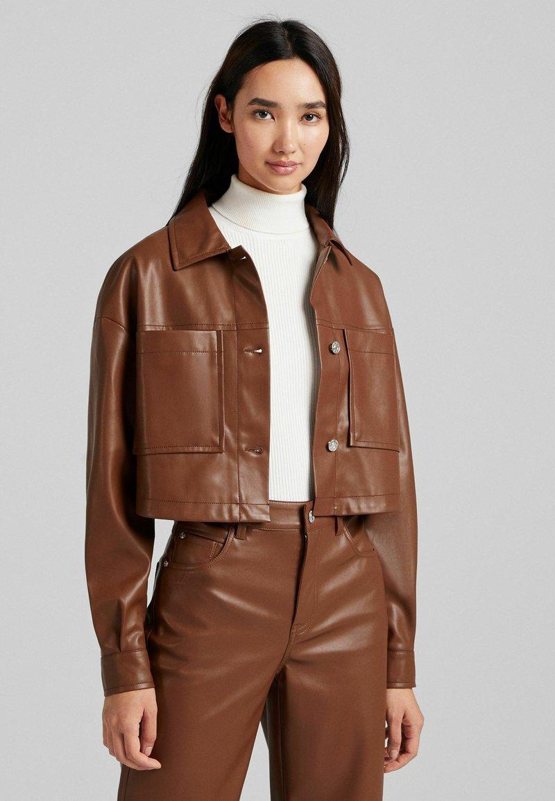 Bershka - CROPPED AUS - Faux leather jacket - brown