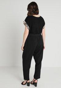 New Look Curves - MILLER PAPER BAG TROUSER - Bukser - black - 3