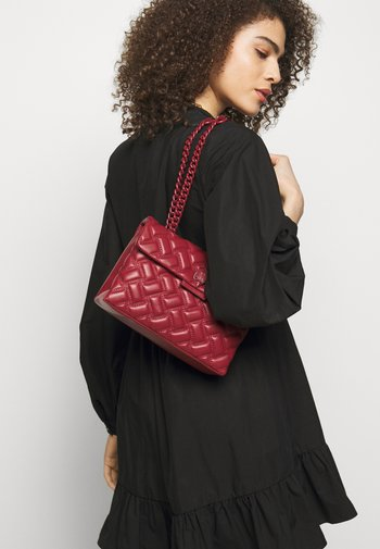 KENSINGTON BAG DRENCH - Handbag - red