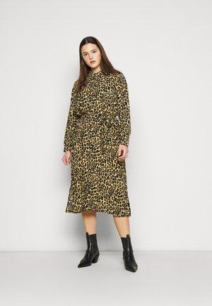 PCLESLIE MIDI SHIRT DRESS  - Robe chemise - buttercup