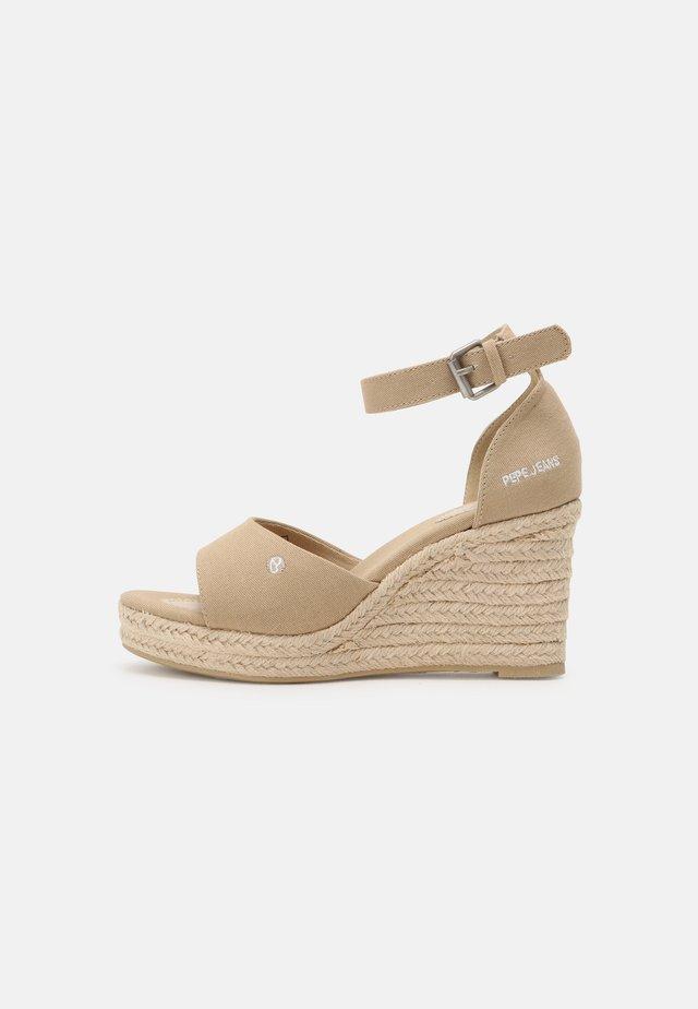 MAIDA BASS - Sandały na platformie - sand