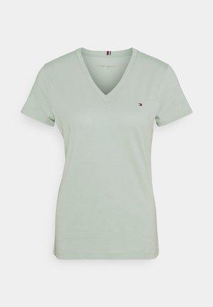 NEW VNECK TEE - T-shirt z nadrukiem - delicate jade